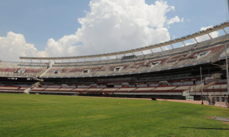 Buenos Aires Stadium Tour: La Bombonera (Boca Junior) and El Monumental (River Plate)