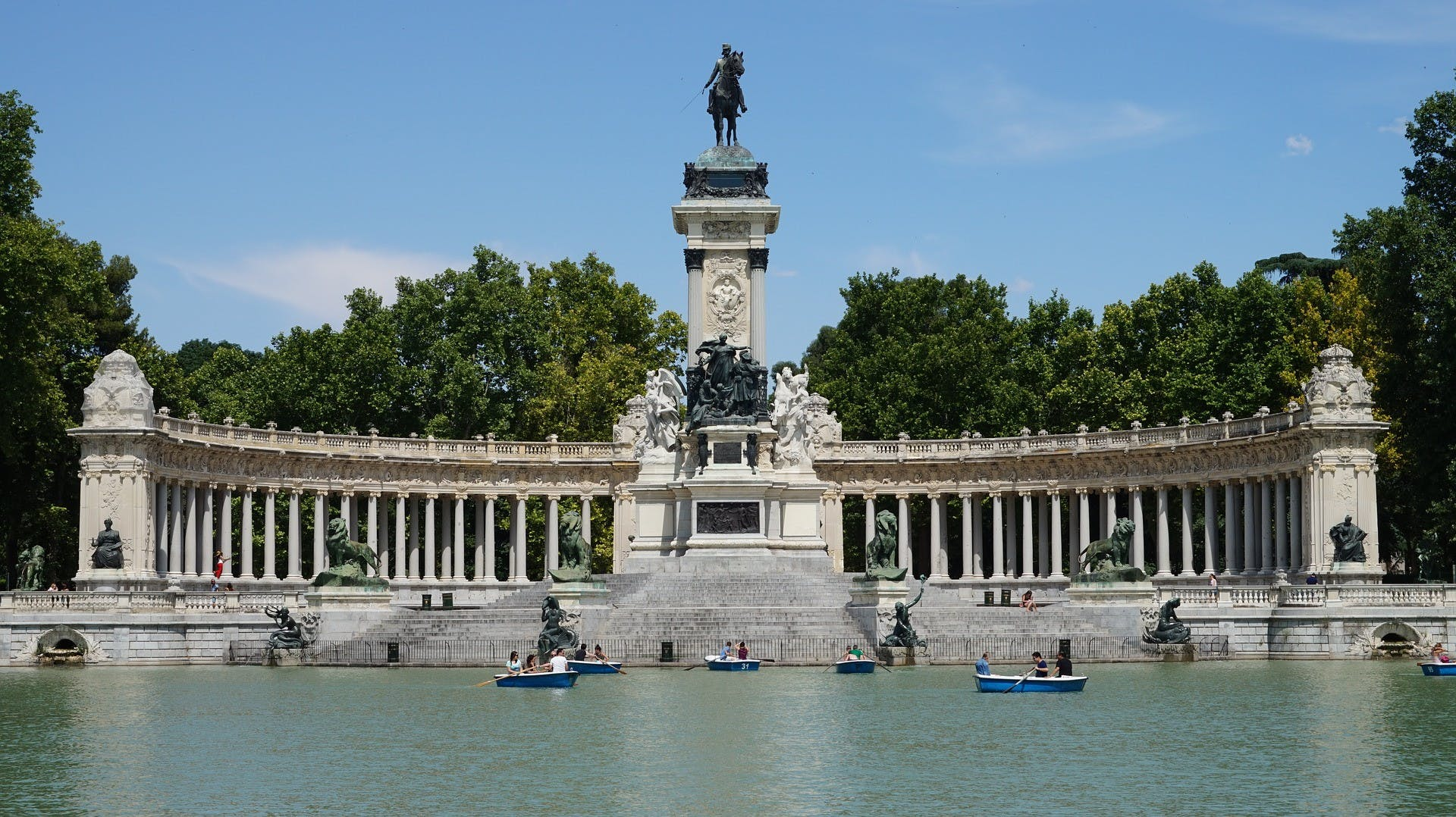 Palacio Real de Madrid y el parque del Retiro guiaron tour-1