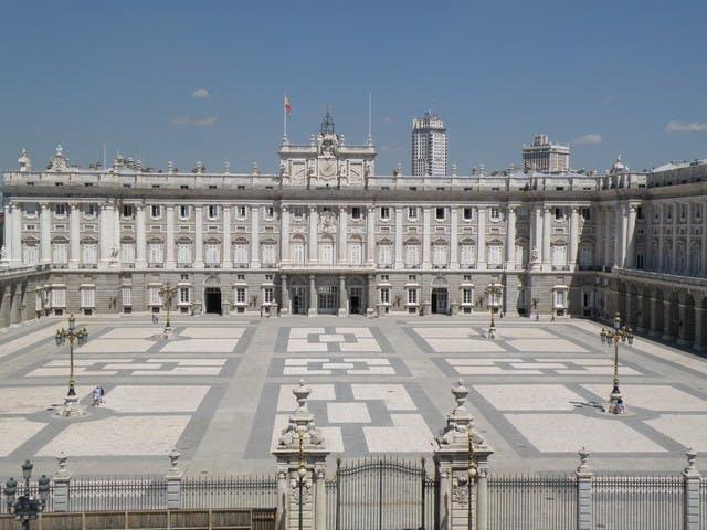 Palacio Real de Madrid skip the line entradas y tour con un guía experto-0