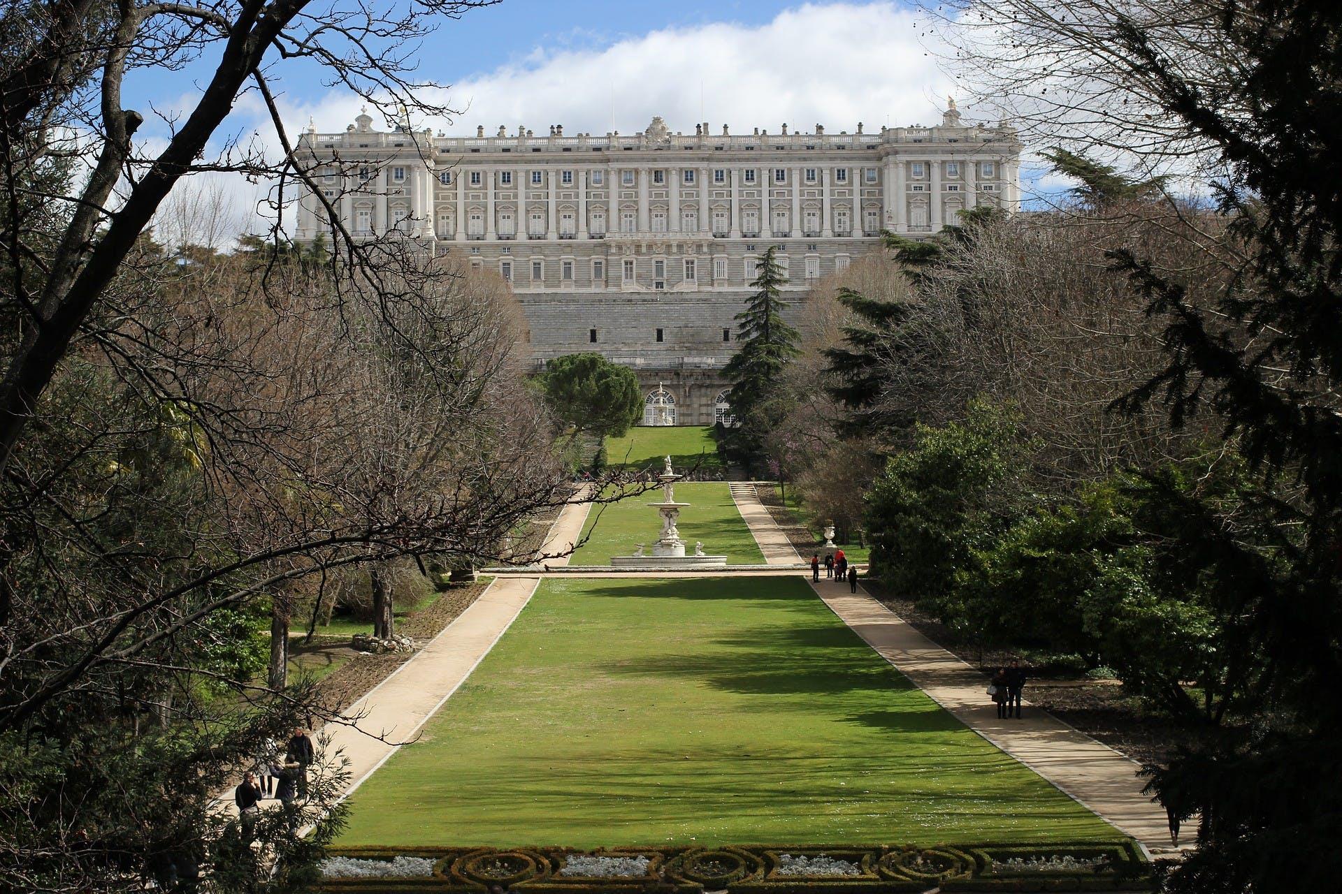 Palacio Real de Madrid skip the line entradas y tour con un guía experto-3