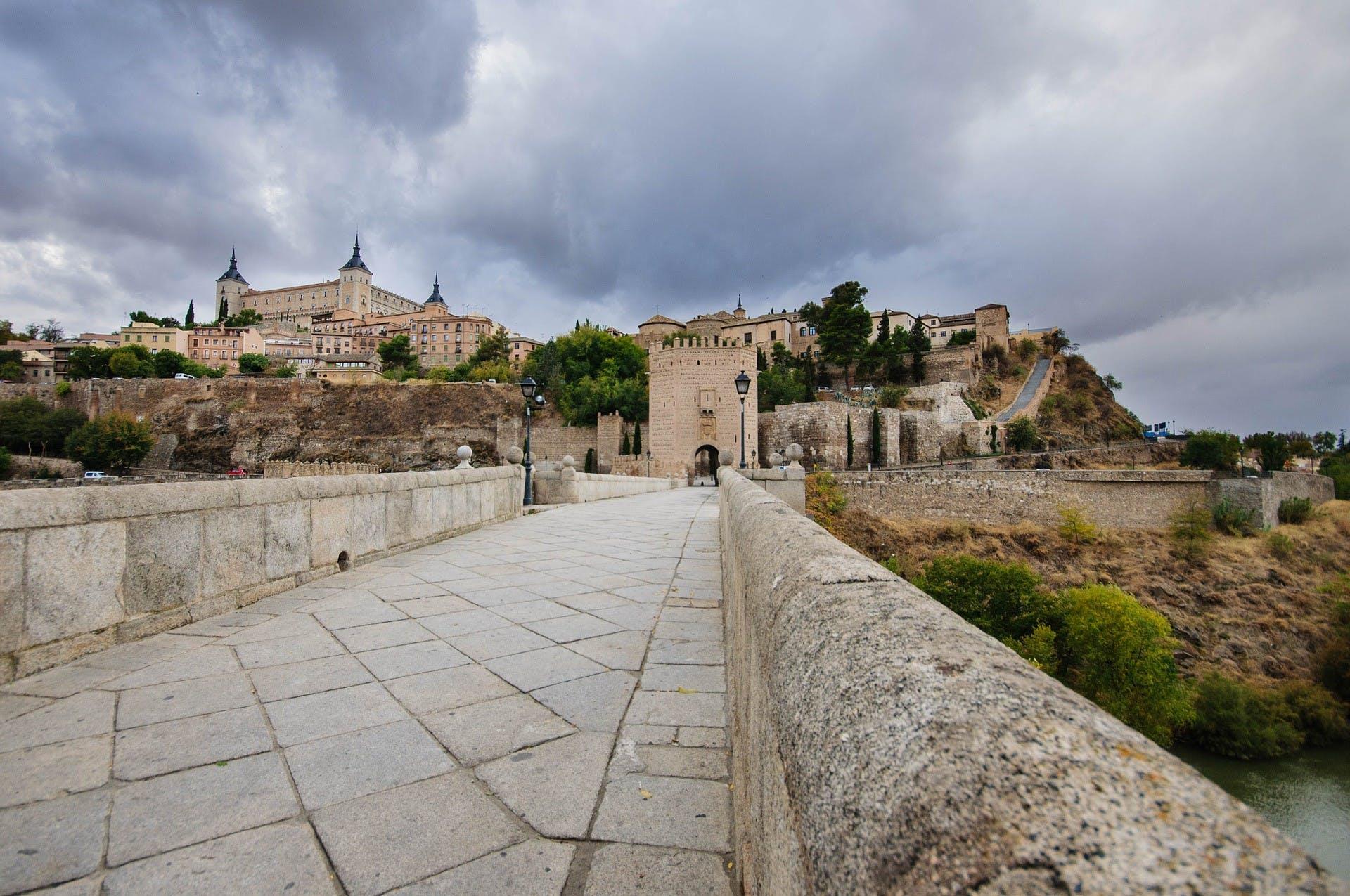 Segovia y Toledo tour de día completo desde Madrid con exclusivo acceso Catedral-3