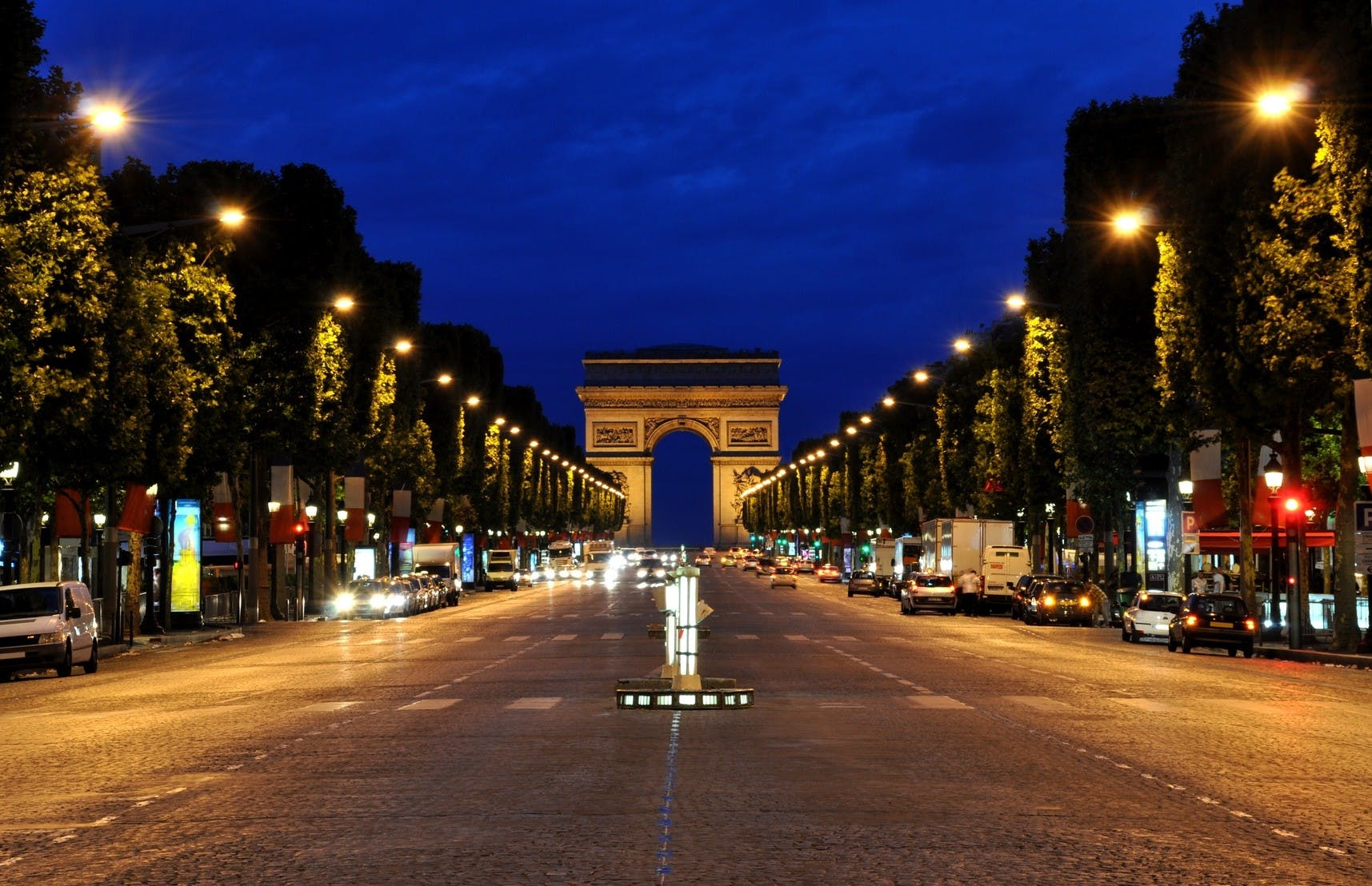 Arc de triomphe Paris by Night.jpg