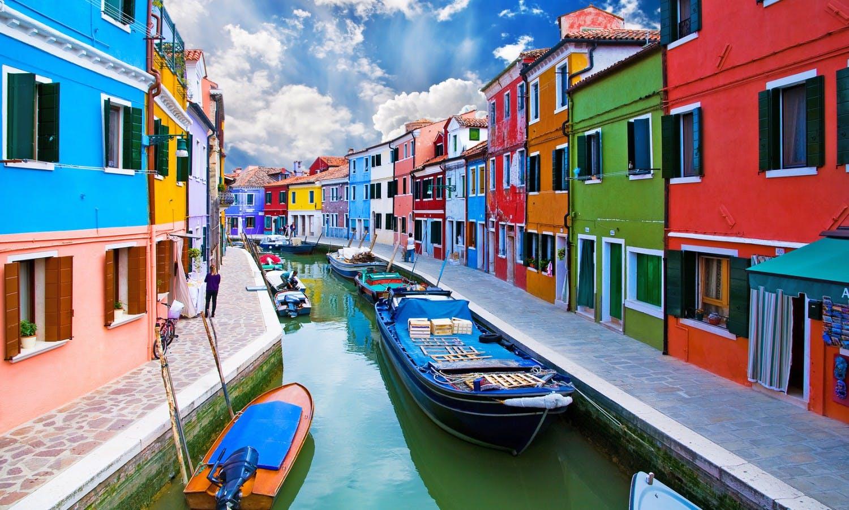 Venice, Burano island canal © EMrpize_Fotolia_66229618.jpg