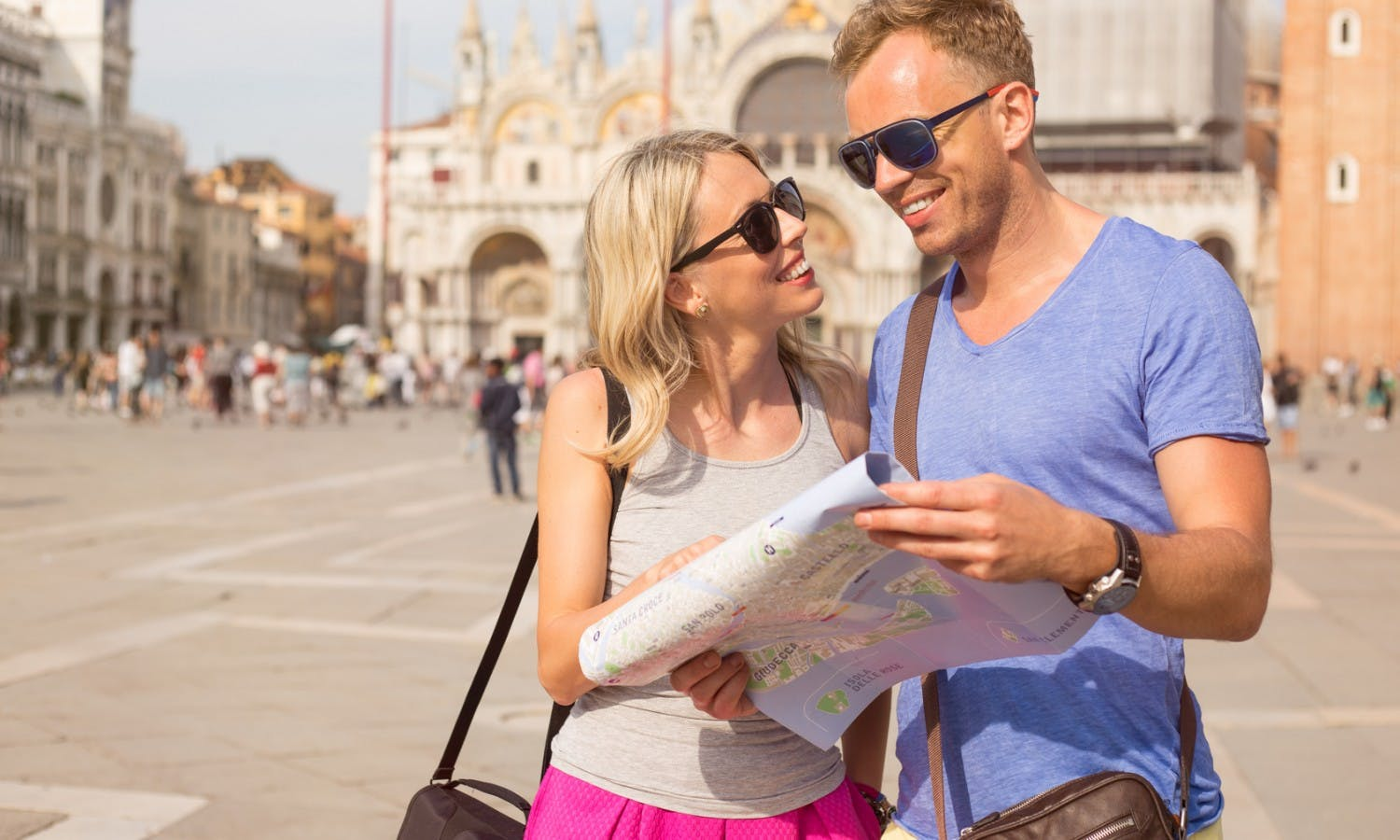 Young couple traveling in Venice © Kaspars Grinvalds_Fotolia_87426871.jpg