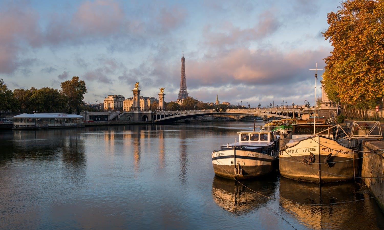Seine river peniche eiffel tower.jpg