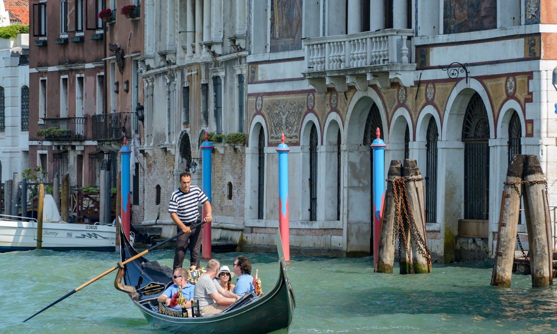 Barche Gondole Venezia_Fotolia.jpg