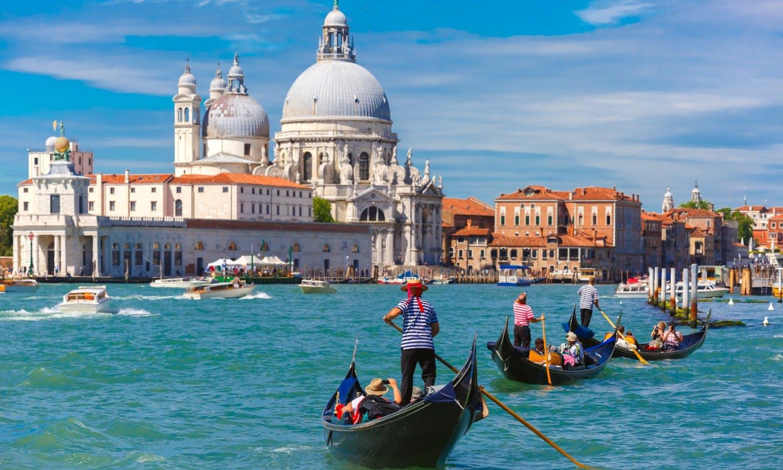 Gondolas on Canal Grande in Venice, Italy_Fotolia.jpg