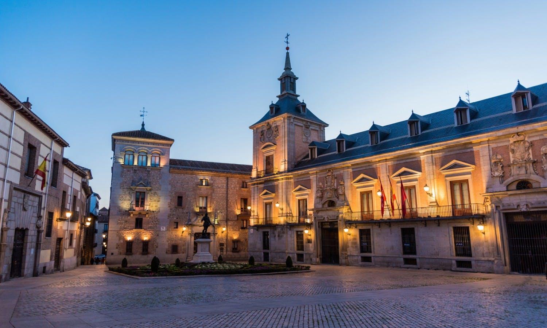 Plaza de la Villa Madrid 2.jpg