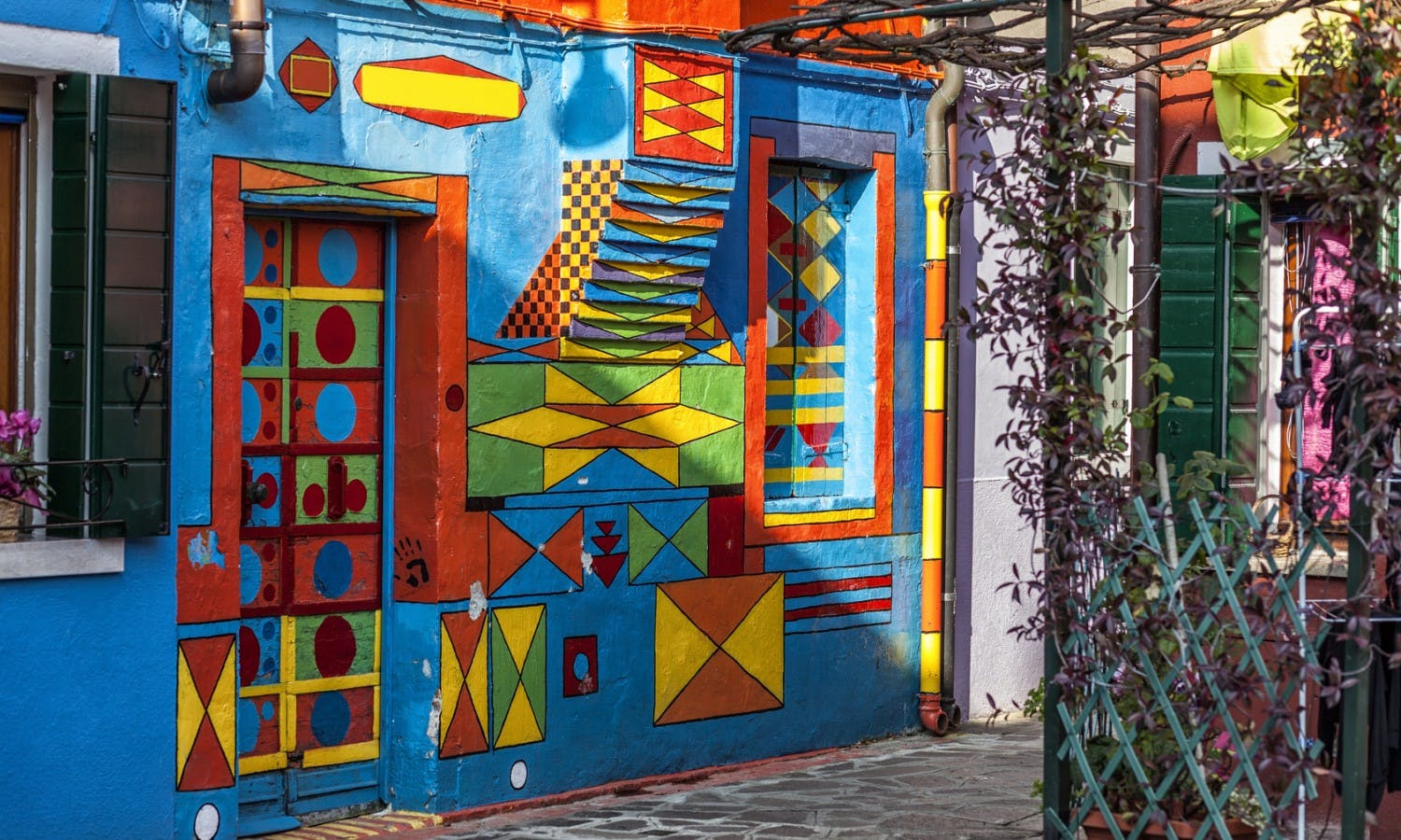 House painted all the colors in Murano © LAFORET Aurélien_Fotolia_86319778.jpg