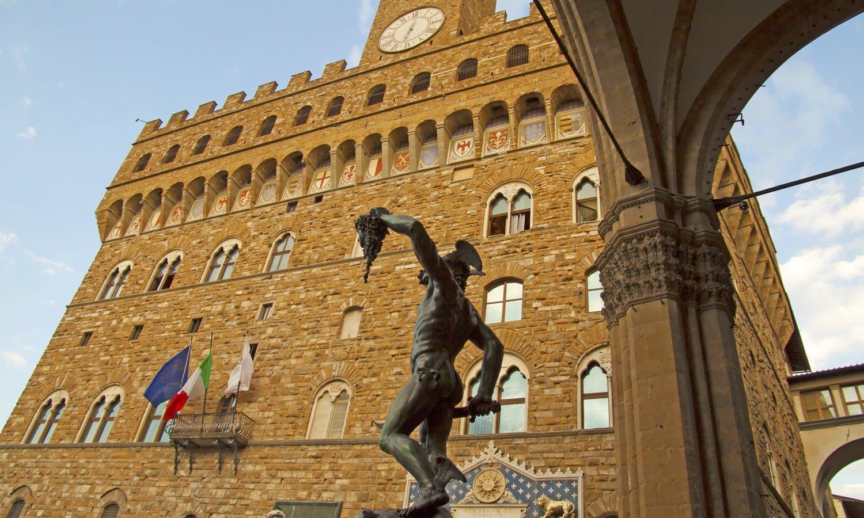 Perseo y Palazzo Vecchio_Florence_Fotolia.jpg