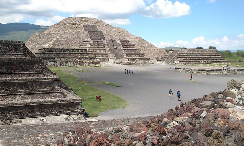 Temprano visita Teotihuacan