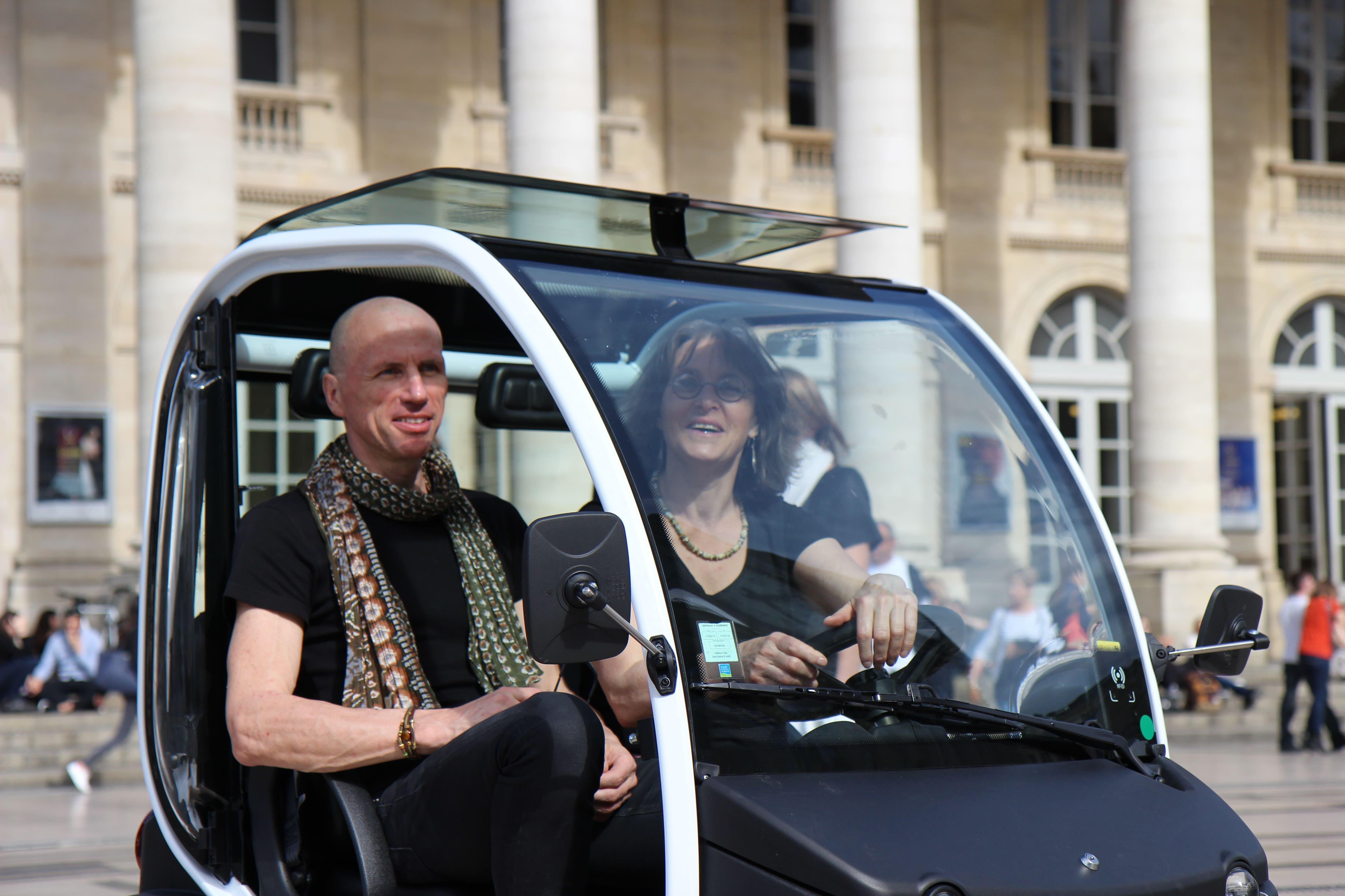 Tour por la ciudad extensa guía Bordeaux en un vehículo eléctrico-3