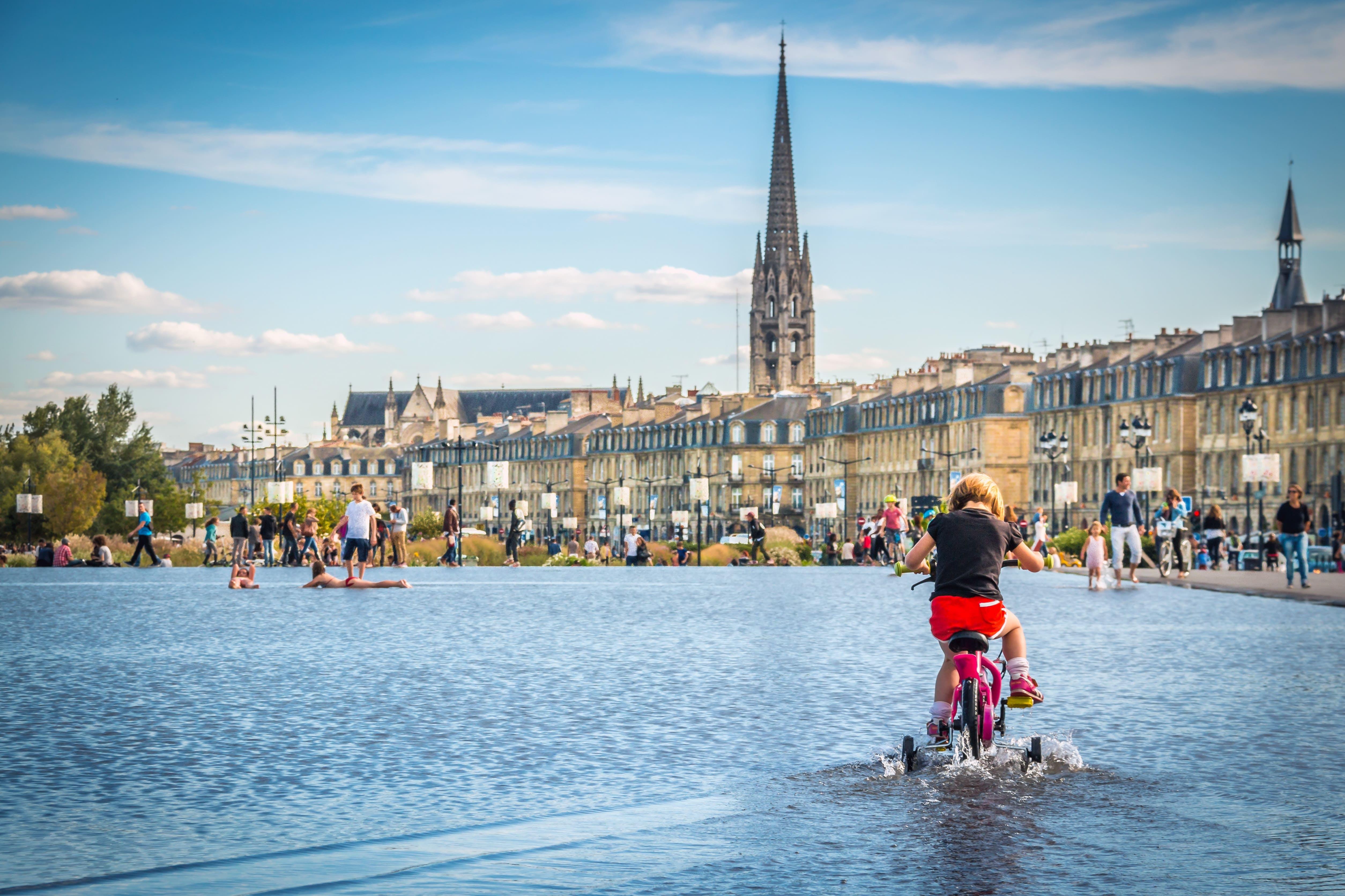 Tour por la ciudad extensa guía Bordeaux en un vehículo eléctrico-7