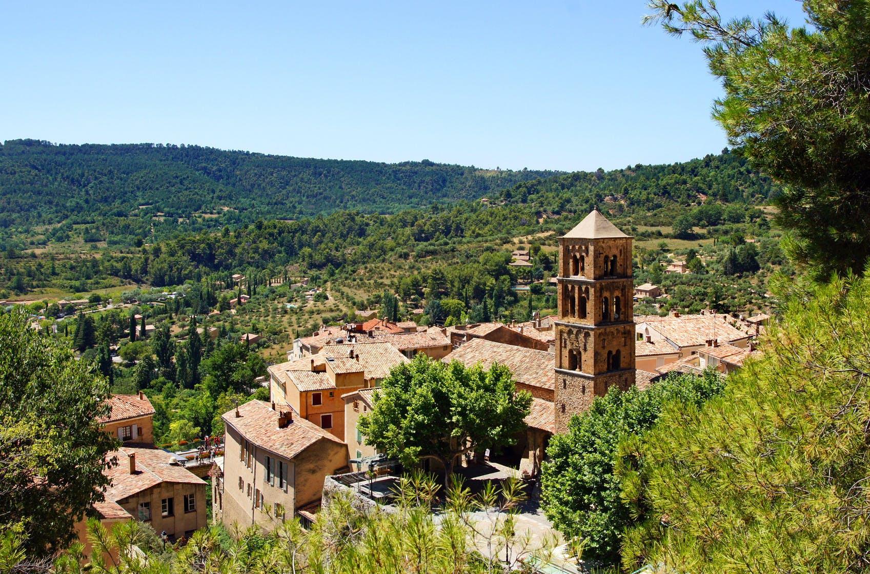 Moustiers-Sainte-Marie provence.jpg