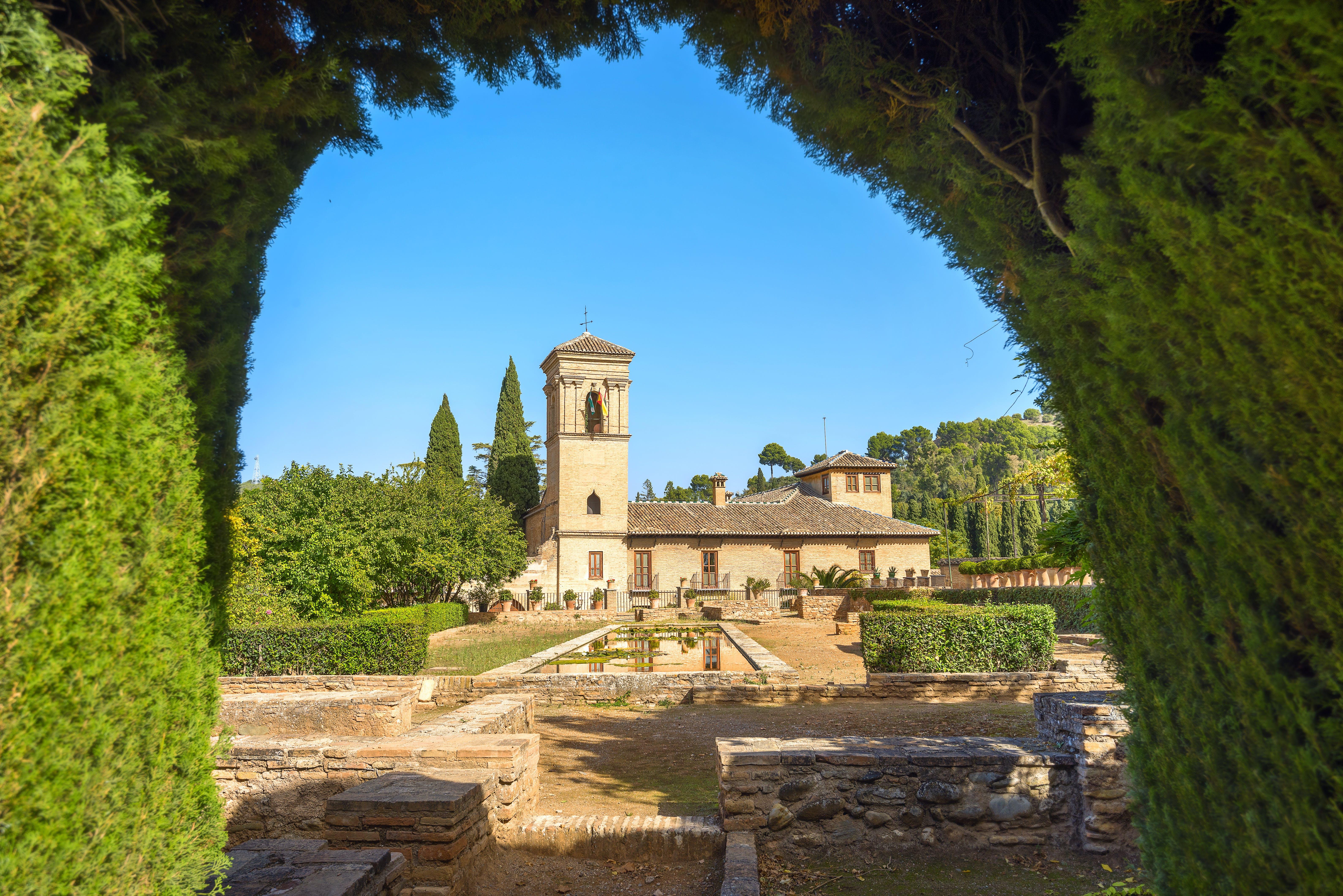 Patio del Palacio de la Alhambra. Granada, Andalucía, Spain.jpg