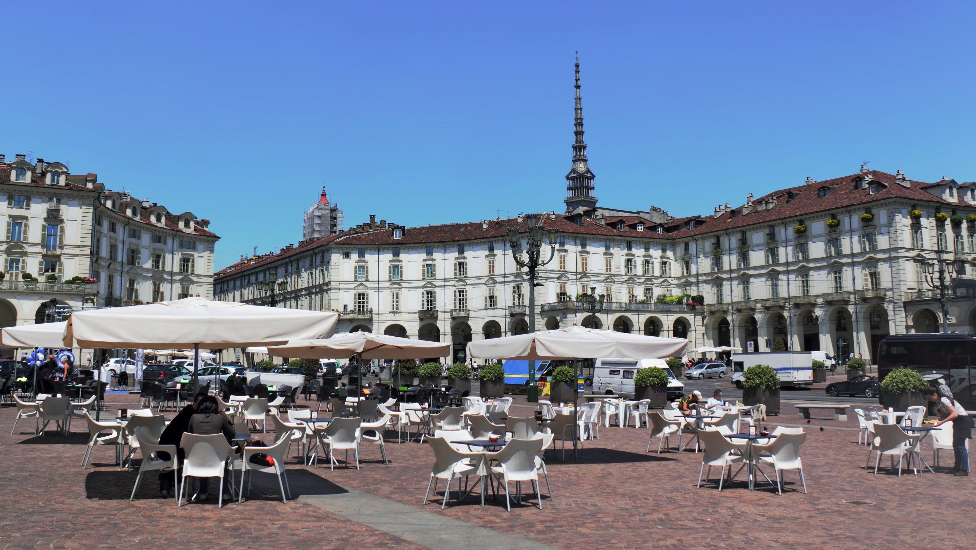 Piazza_Torino_Fotolia.jpg café