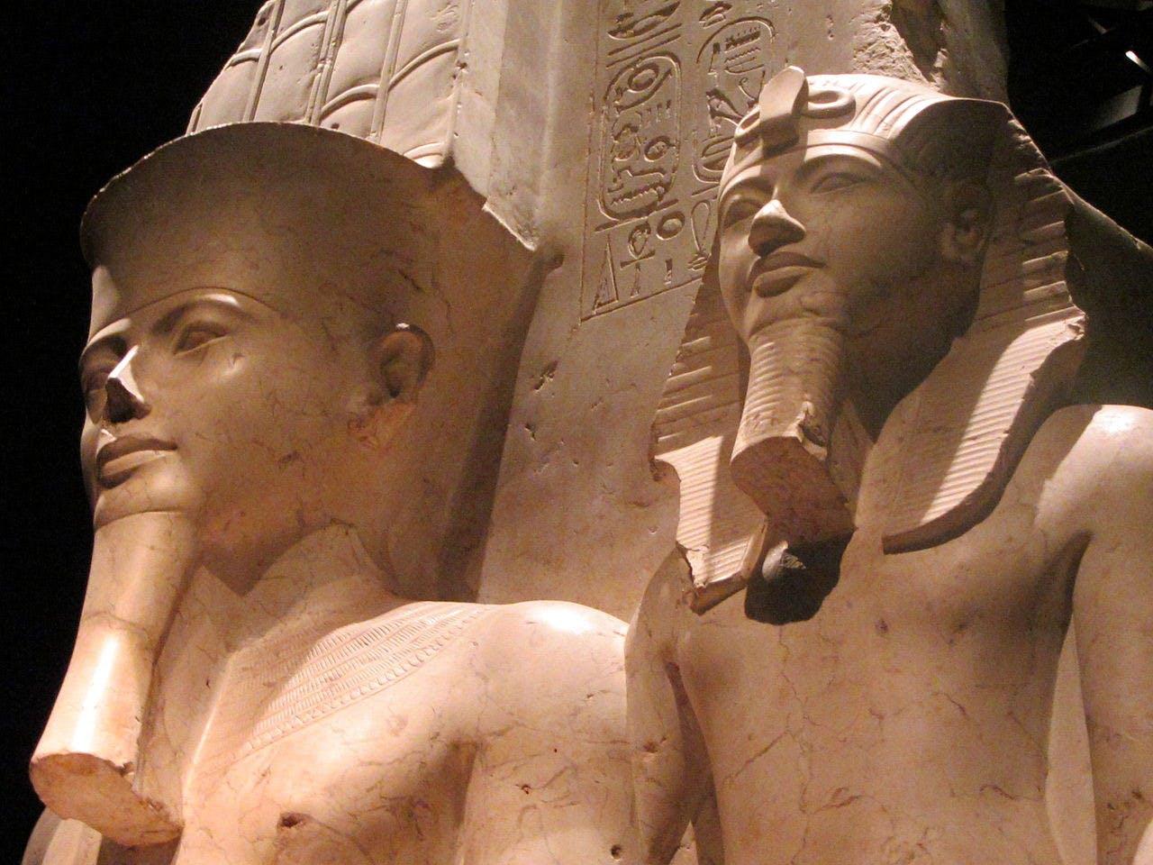 1280px-01_particolare_Stata_faraoni, _Museo_Egizio_Torino.jpg-_