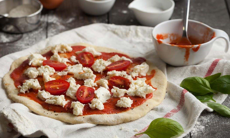 Pizza y helado que grupos pequeños de clase de cocina de PISA-0