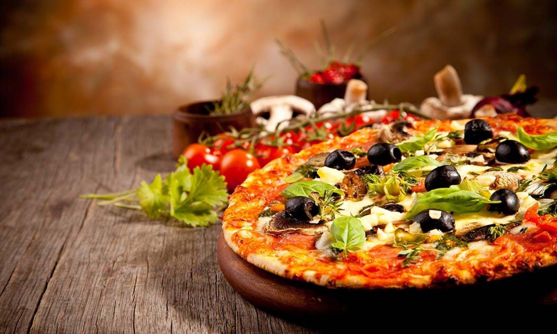 Pizza y helado que grupos pequeños de clase de cocina de PISA-2