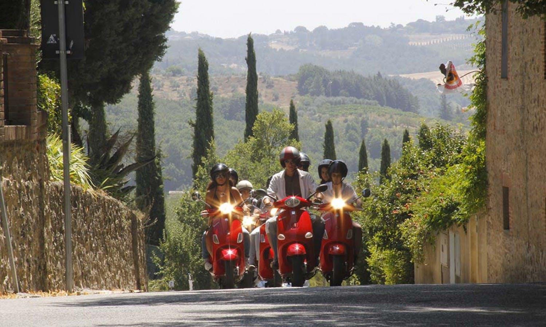 Vespa y Chianti Tour desde San Gimignano-5