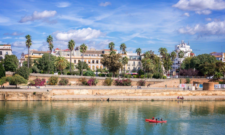 Panorama de Sevilla y el Guadalquivir river.jpg
