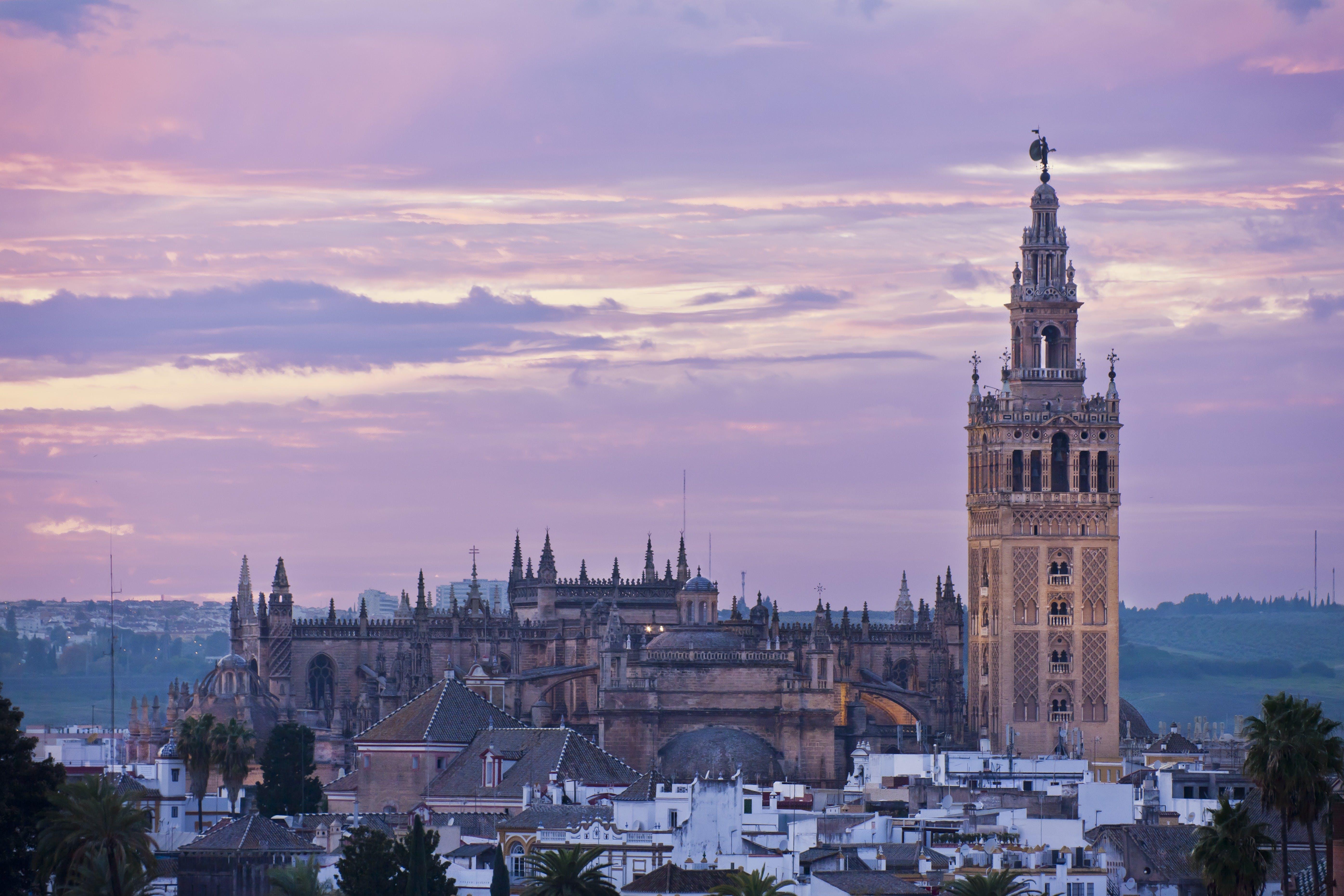 Paseo privado en centro de la ciudad de Sevilla-2