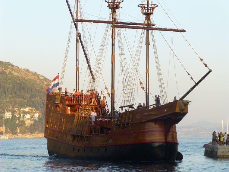 Crucero con cena al atardecer por Dubrovnik en una réplica de Karaka tradicional