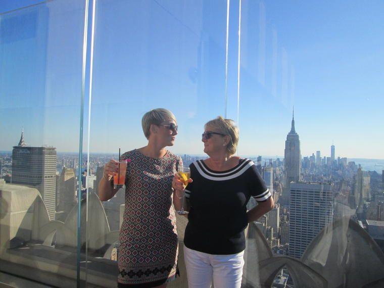 Recorrido en bus Ciudad de Nueva York en una azotea con vistas del horizonte, bebidas
